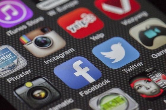 Folgt uns auf Facebook und Instagram - #AXA Bezirksdirektion Zajac